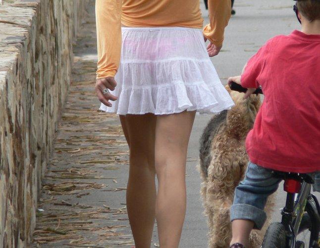 【透けパンエロ画像】この姿で街出たら即下着バレwお尻がクッキリ透けた着衣尻女性たちwww 20