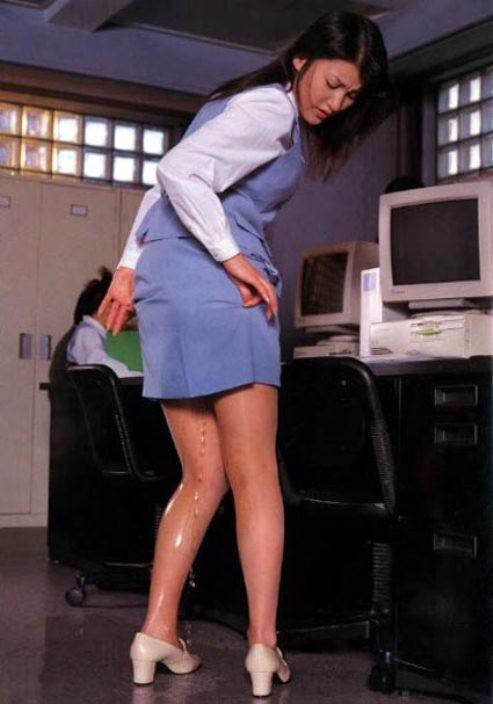 【失禁エロ画像】大人じゃ絶対にできないのにやってしまった方々w着衣でお漏らし羞恥www 08