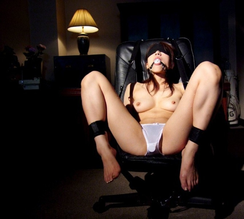 【SMエロ画像】M女覚醒の第一歩にいかが?視界を塞ぐだけで効果抜群な目隠しプレイwww 05