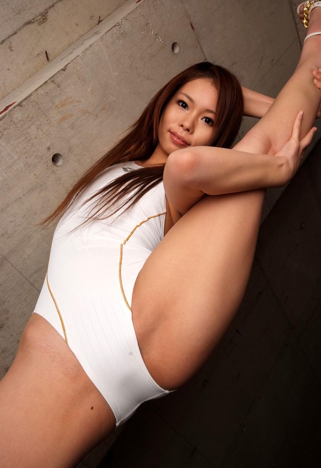 【軟体エロ画像】試せる体位は全部ヤリたいw奥深くまでハメられそうな軟らか女体www 04