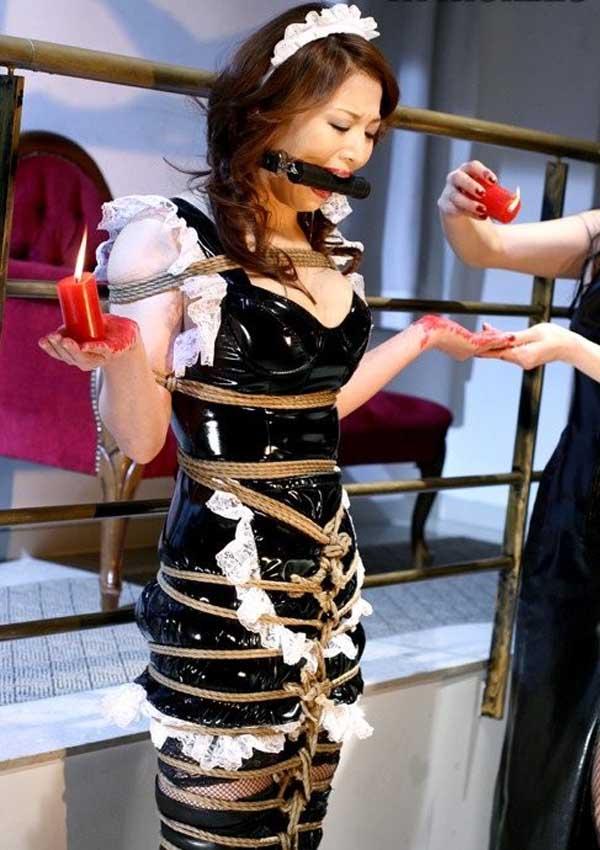 【コスプレSMエロ画像】折檻しているイメージが凄いwセクシーコスプレ美女を拘束拷問中www 12
