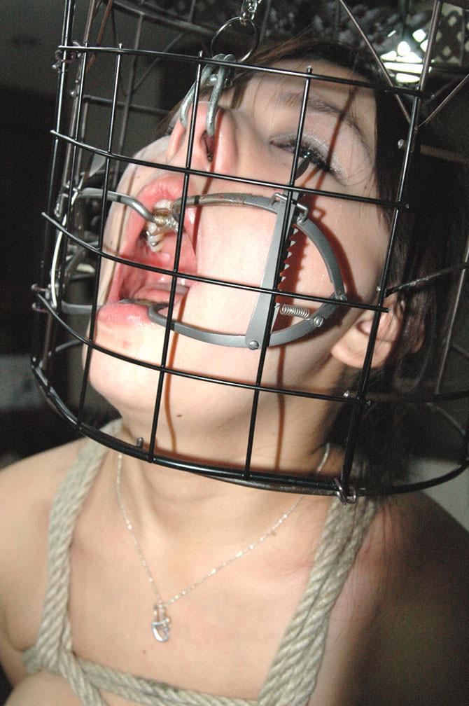 【SMエロ画像】もう誰かわからないw顔面への壮絶な責め苦を受けるM女たちwww 05