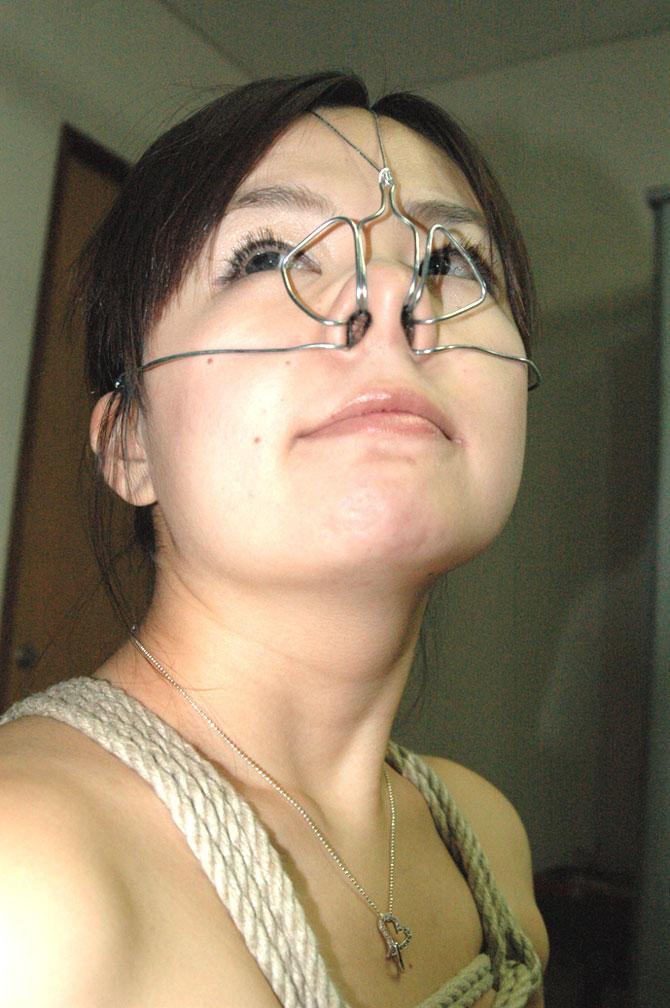 【SMエロ画像】もう誰かわからないw顔面への壮絶な責め苦を受けるM女たちwww 13