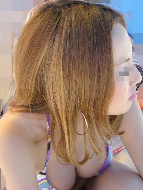 【水着エロ画像】素人の巨乳率が高いのが窺い知れるビキニ姿の記念写真www 16