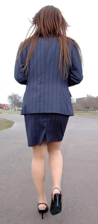 【OLエロ画像】尻肉具合バッチリ!OLの下半身はタイトを履きこなしてこそ超絶品www 02