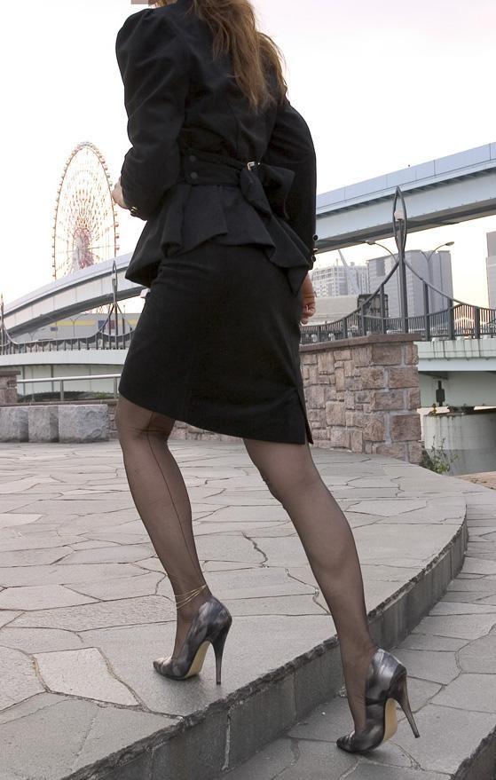 【OLエロ画像】尻肉具合バッチリ!OLの下半身はタイトを履きこなしてこそ超絶品www 07