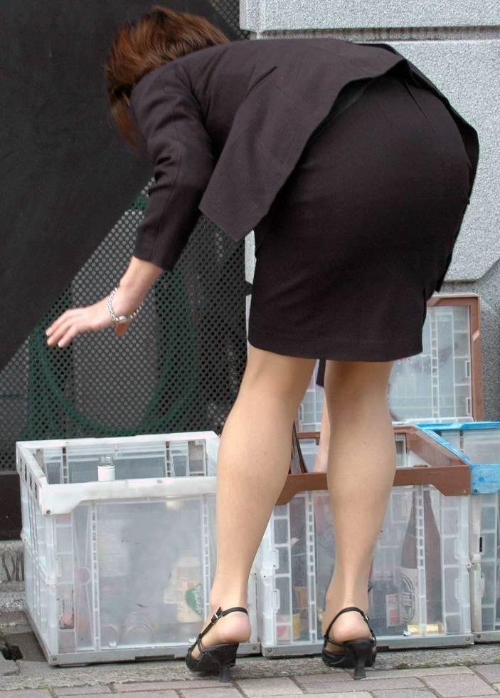 【OLエロ画像】尻肉具合バッチリ!OLの下半身はタイトを履きこなしてこそ超絶品www 11