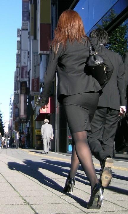 【OLエロ画像】尻肉具合バッチリ!OLの下半身はタイトを履きこなしてこそ超絶品www 13