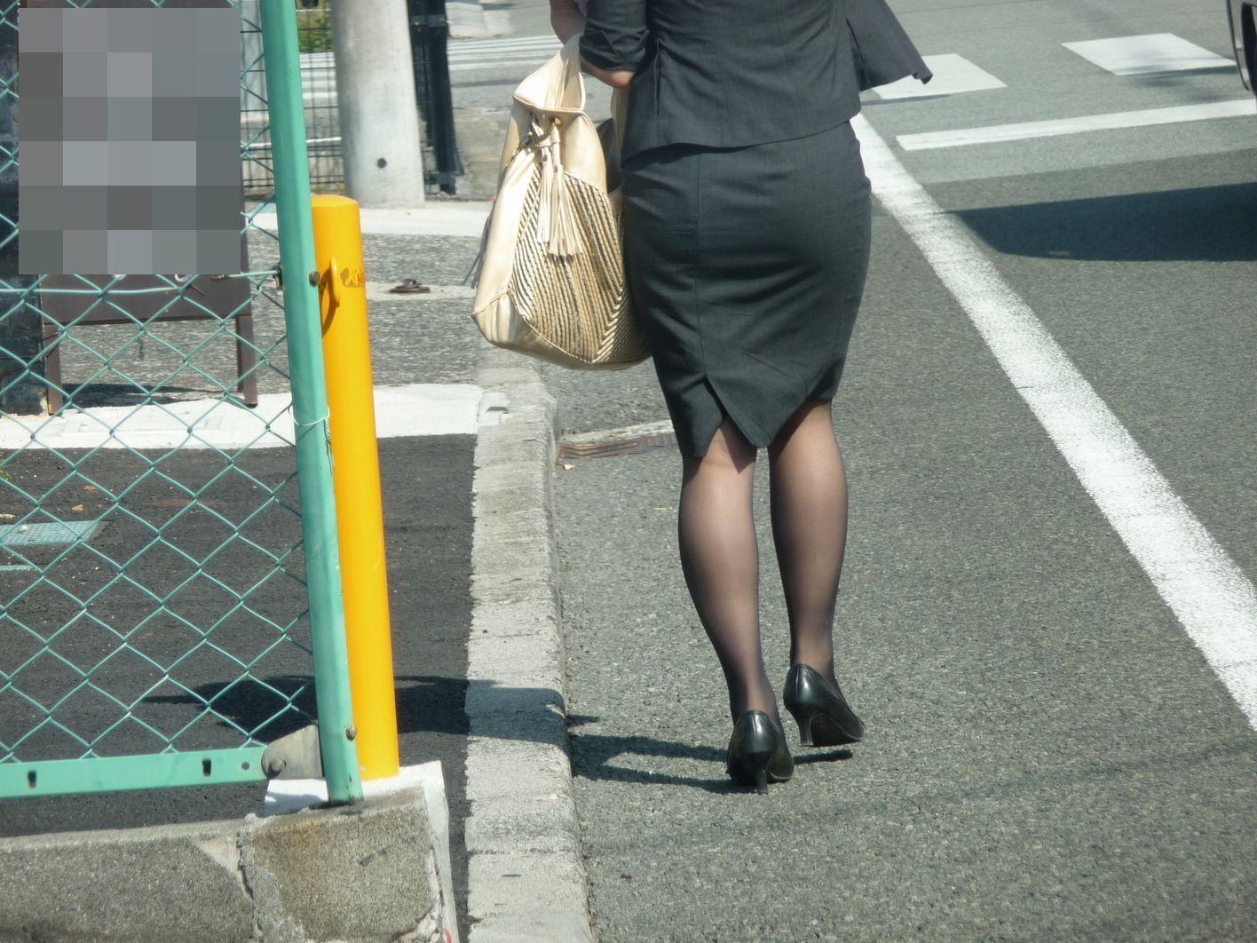 【OLエロ画像】尻肉具合バッチリ!OLの下半身はタイトを履きこなしてこそ超絶品www 16