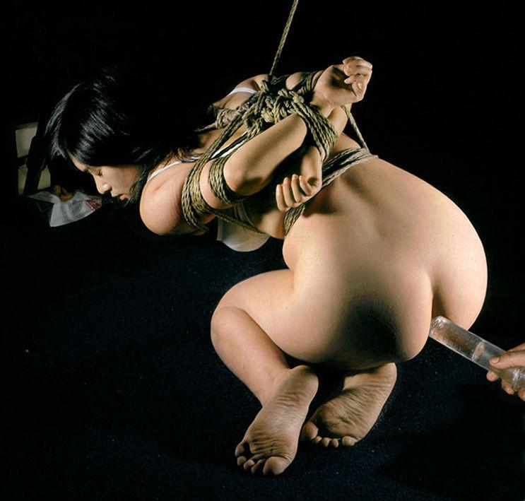 【美尻エロ画像】美尻への想いが歪んで液体注入w斜め上マニアの浣腸プレイwww 15