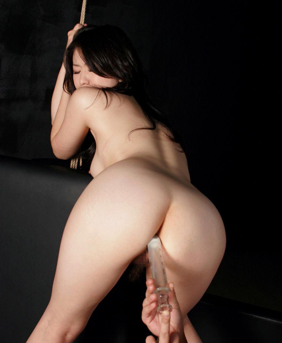 【美尻エロ画像】美尻への想いが歪んで液体注入w斜め上マニアの浣腸プレイwww 16