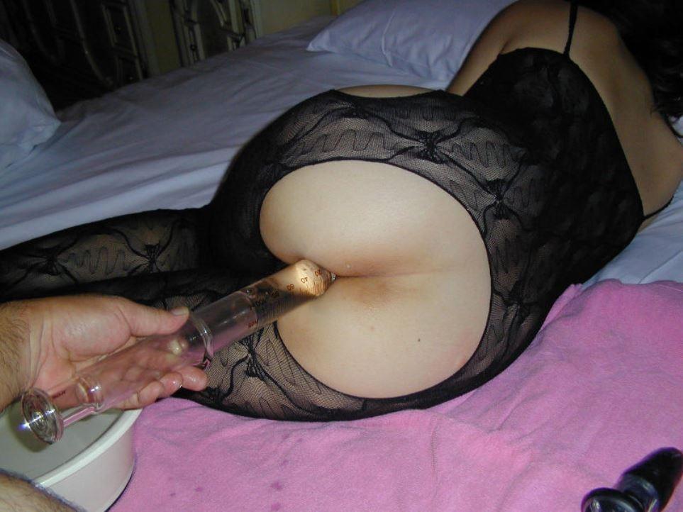 【美尻エロ画像】美尻への想いが歪んで液体注入w斜め上マニアの浣腸プレイwww 19