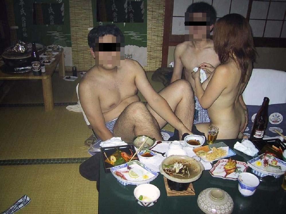 【素人エロ画像】オサーン悪ノリしすぎwピンクコンパニオンを呼んで爛れまくった宴会の実態www 06
