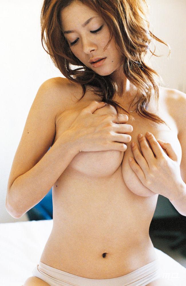 【下乳エロ画像】圧倒的霜降り!乳首見えなくとも抜ける破壊力秘めた下乳www 14