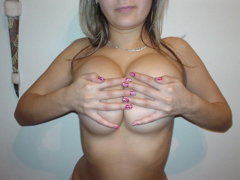 【下乳エロ画像】圧倒的霜降り!乳首見えなくとも抜ける破壊力秘めた下乳www 18