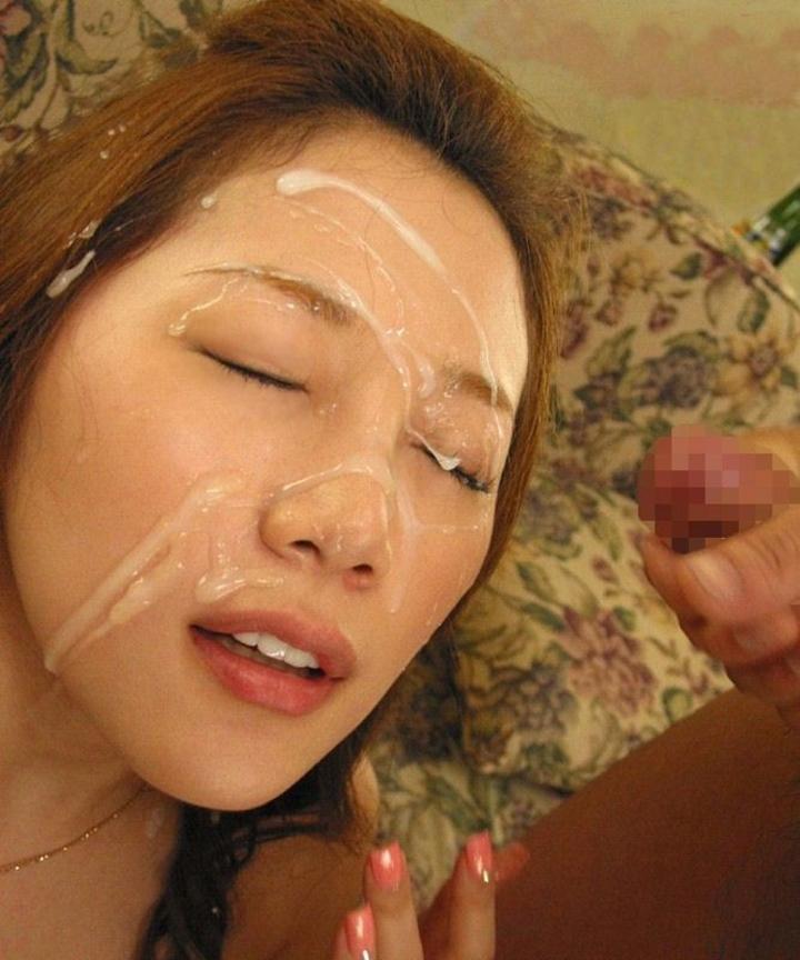 【ぶっかけエロ画像】美肌効果あるとか適当に言ってw女の美顔をザーメン化粧www 20