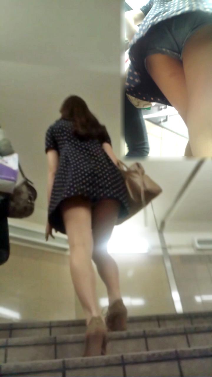 【ミニスカエロ画像】美脚とパンツに需要ある限り不滅!ミニスカ女子のチラ見えエロスwww 14