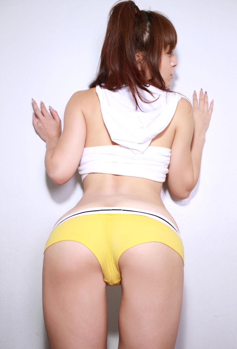 【くびれエロ画像】お尻に重きを置けば細く見えるwくびれが際立つ美尻アングルwww 15