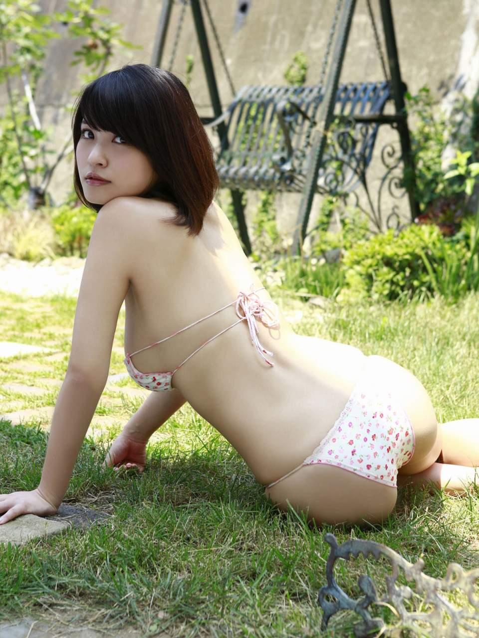 岸明日香(23) 可愛い花柄水着からハミ出たプリップリ巨乳と美尻。画像×25