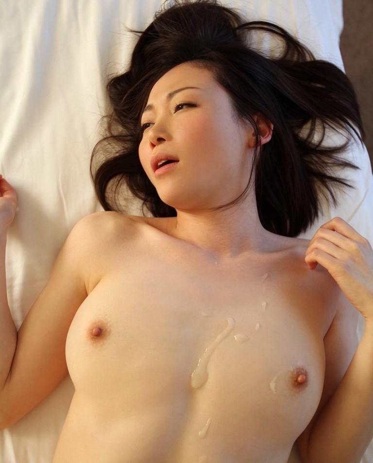 【ぶっかけエロ画像】柔らか~いおっぱいが誘うから…胸部にザー汁を大放出www 07