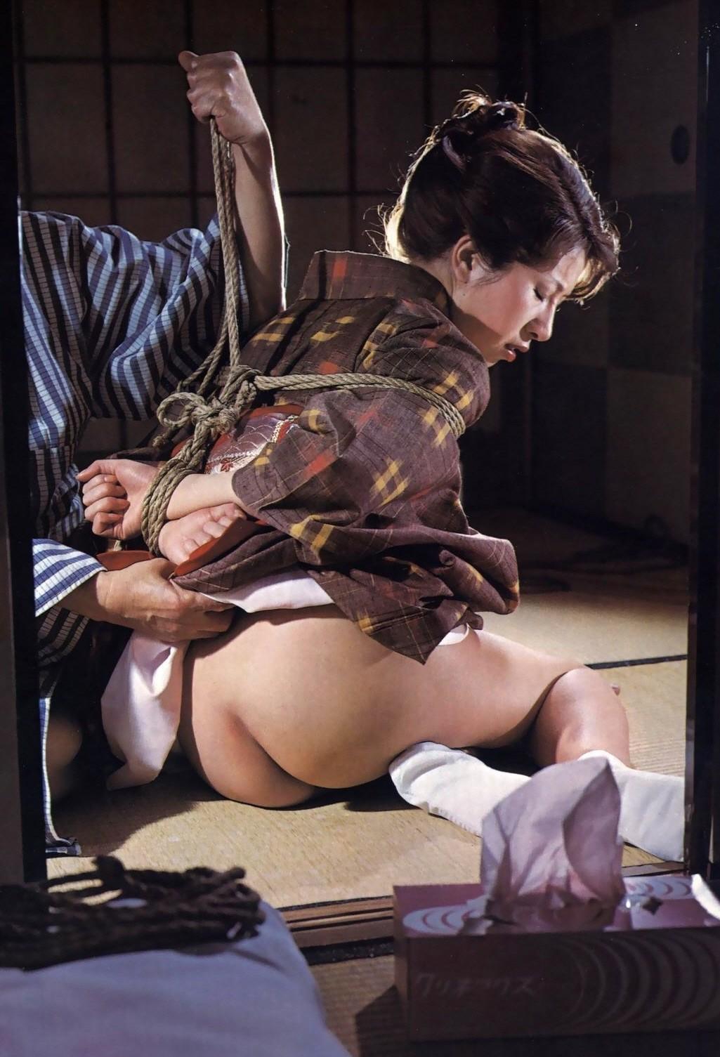 【SMエロ画像】昔の拷問っぽくて酷w着物姿の女性を緊縛して徹底調教www 05