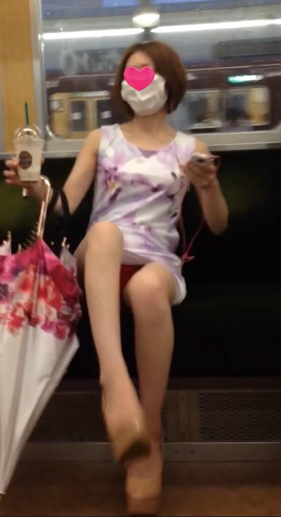 電車で対面に座ってパンチラを目撃したwwwwwwwwwwww