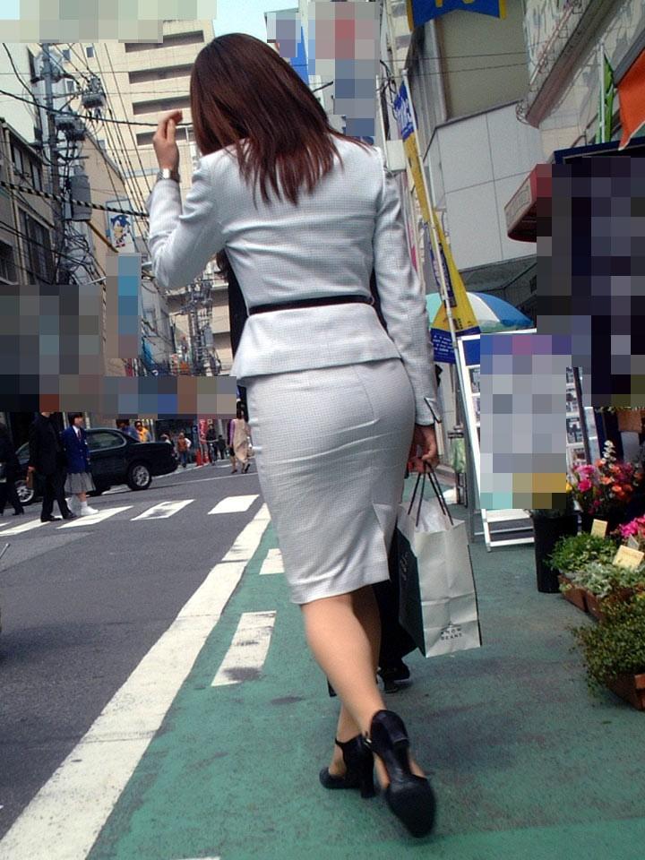 【OLエロ画像】決まってパンパンなタイト尻w見とれてしまう街角OLの下半身www 11
