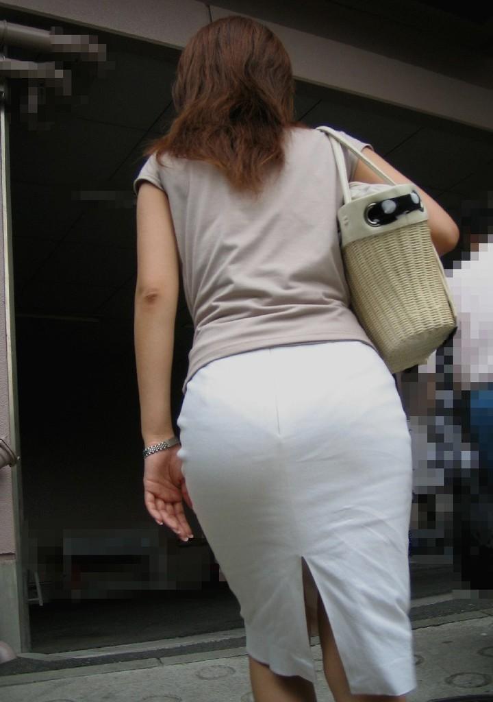 【着衣尻エロ画像】90cm超え多数!?デカさ際立ちすぎな街撮り着衣巨尻www 04