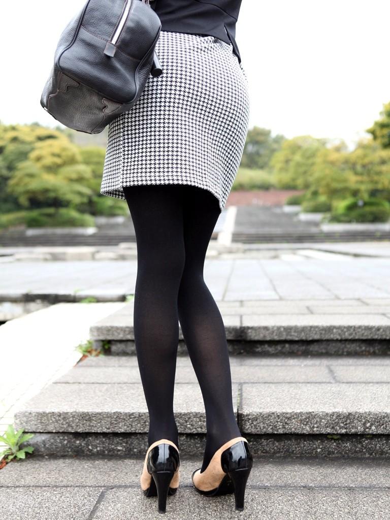 【着衣尻エロ画像】90cm超え多数!?デカさ際立ちすぎな街撮り着衣巨尻www 09