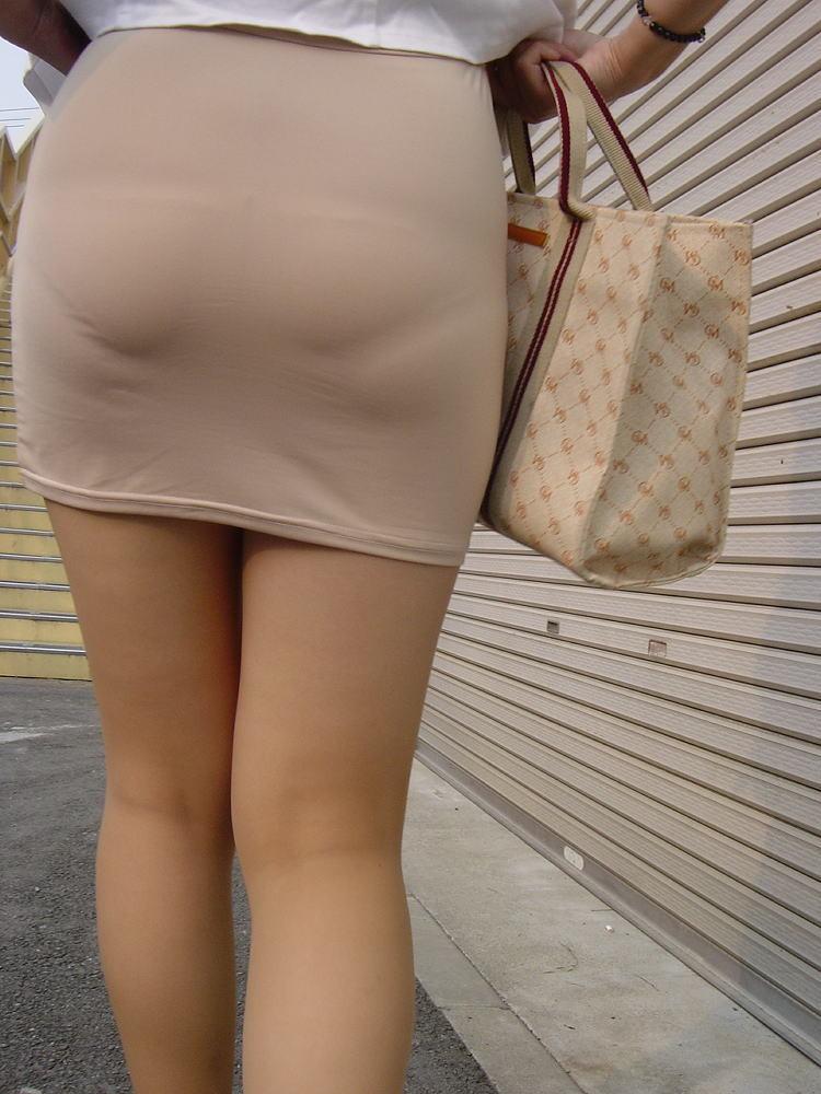 【着衣尻エロ画像】90cm超え多数!?デカさ際立ちすぎな街撮り着衣巨尻www 10