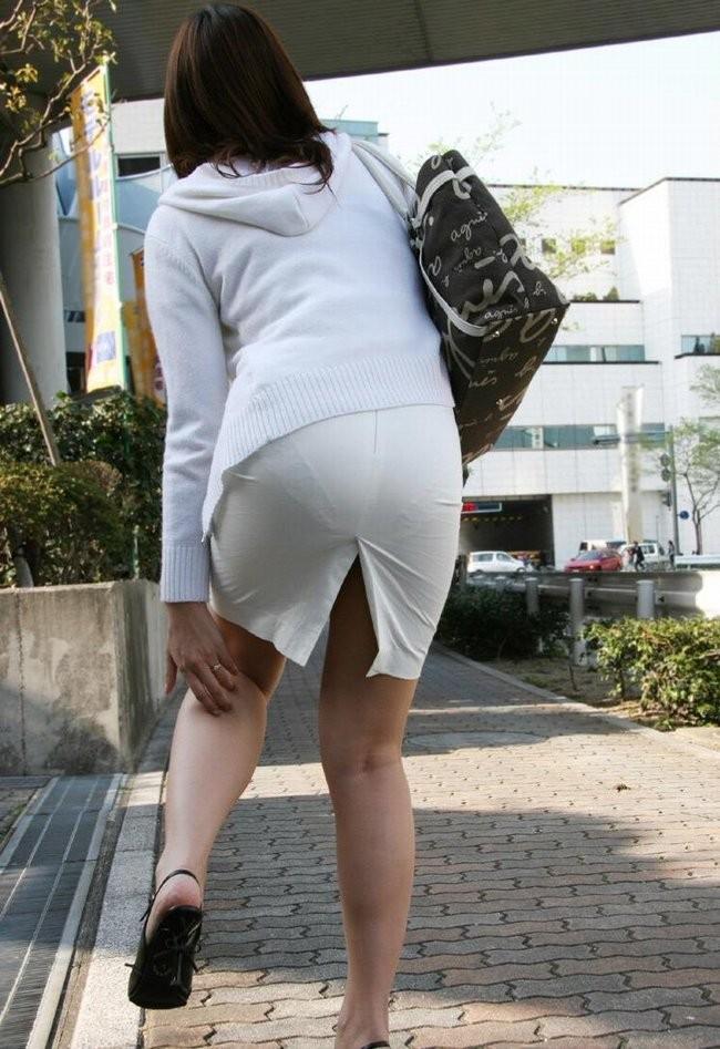 【着衣尻エロ画像】90cm超え多数!?デカさ際立ちすぎな街撮り着衣巨尻www 11