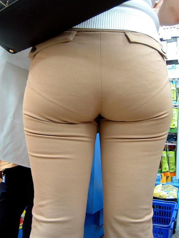 【着衣尻エロ画像】90cm超え多数!?デカさ際立ちすぎな街撮り着衣巨尻www 14