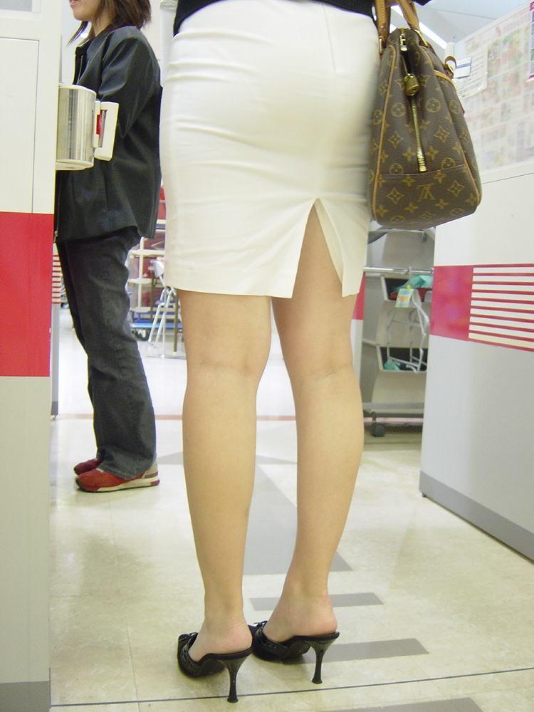 【着衣尻エロ画像】90cm超え多数!?デカさ際立ちすぎな街撮り着衣巨尻www 16