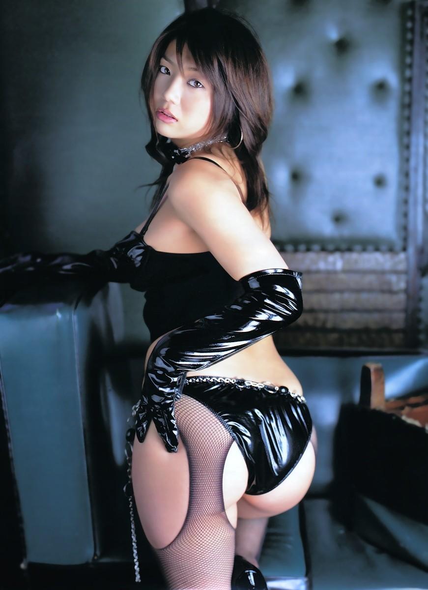 【SMエロ画像】女王様も拘束状態wキツく絞って着こなされたボンデージファッションwww 19