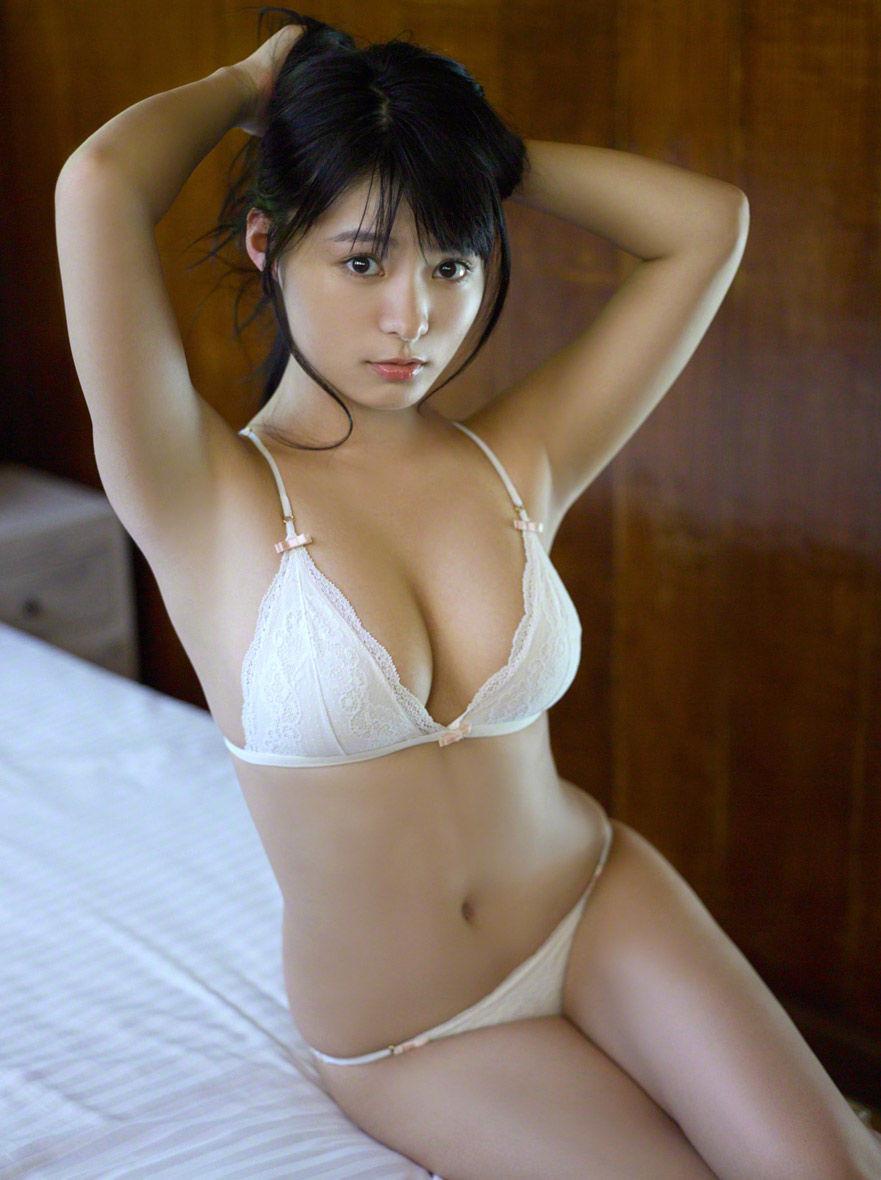 【腋フェチエロ画像】くすぐったくても容赦なくw超絶舐めたい美女の腋下www 03