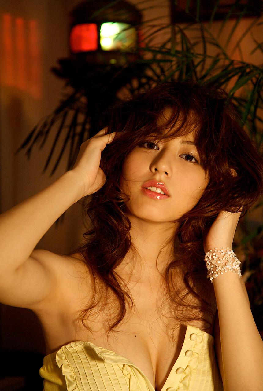 【腋フェチエロ画像】くすぐったくても容赦なくw超絶舐めたい美女の腋下www 06
