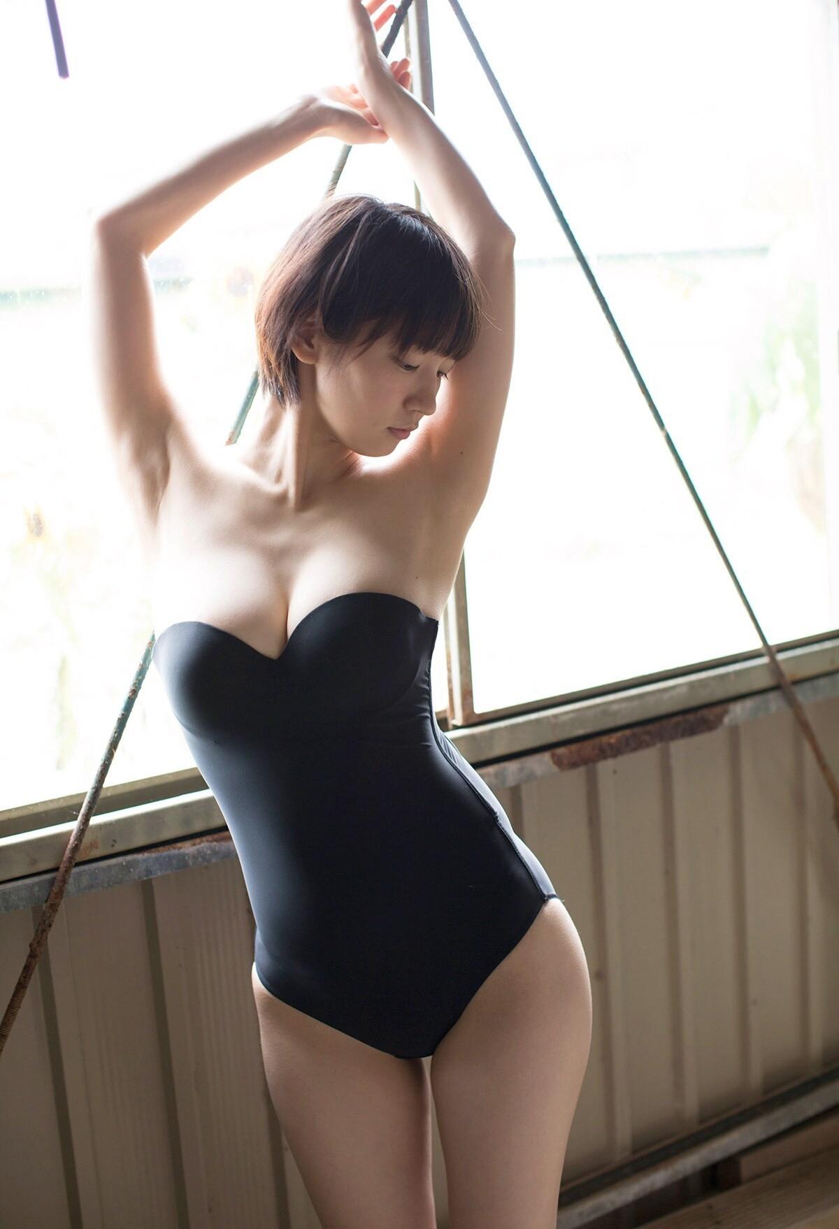 【腋フェチエロ画像】くすぐったくても容赦なくw超絶舐めたい美女の腋下www 11