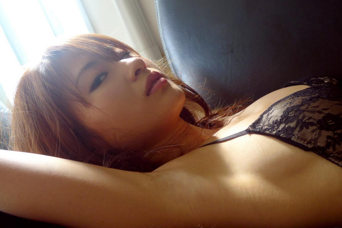 【腋フェチエロ画像】くすぐったくても容赦なくw超絶舐めたい美女の腋下www 18