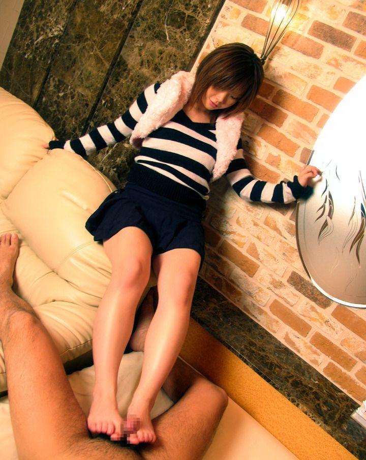 【SMエロ画像】厳しくも優しく男責めw素直に従いたくなる女王様の調教現場www 14