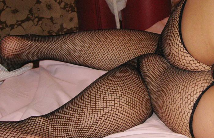 【網タイツエロ画像】女の子に1枚は持ってて欲しいw色香際立つ網タイツ下半身www 001