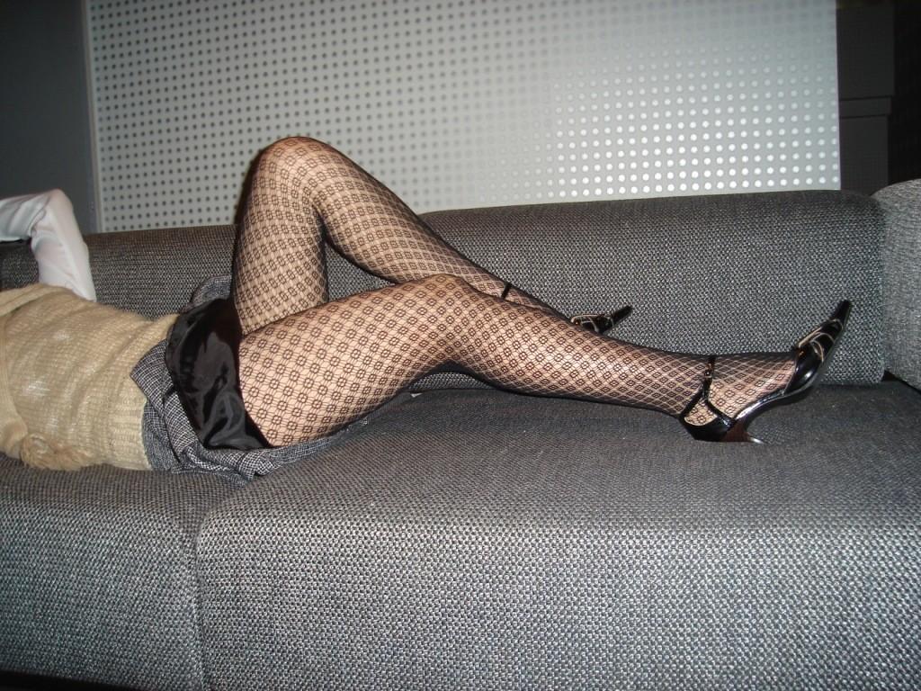 【網タイツエロ画像】女の子に1枚は持ってて欲しいw色香際立つ網タイツ下半身www 03