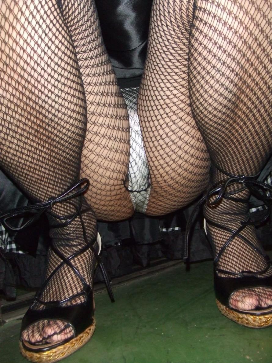 【網タイツエロ画像】女の子に1枚は持ってて欲しいw色香際立つ網タイツ下半身www 20