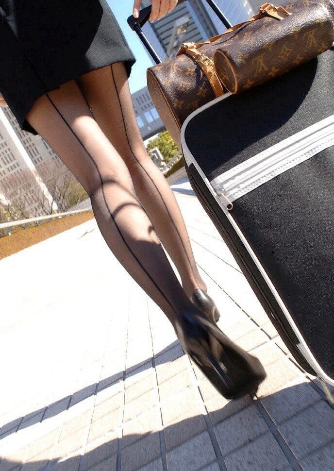 【美脚エロ画像】もう大根なんて言わせない!街行く新鮮な美脚美人撮りwww 08