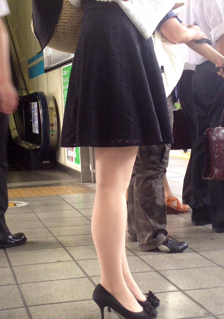 【美脚エロ画像】もう大根なんて言わせない!街行く新鮮な美脚美人撮りwww 11