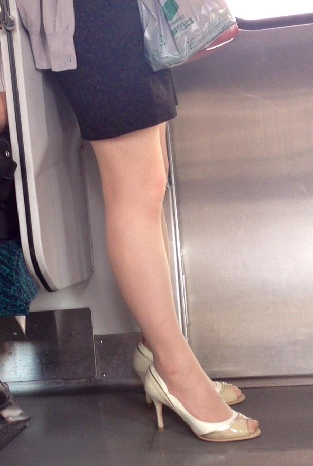 【美脚エロ画像】もう大根なんて言わせない!街行く新鮮な美脚美人撮りwww 13