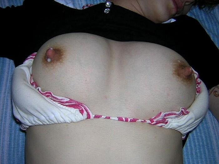 【母乳エロ画像】赤さんに済まないと思いつつ…啜りたくなるおっぱいのミルクwww 10