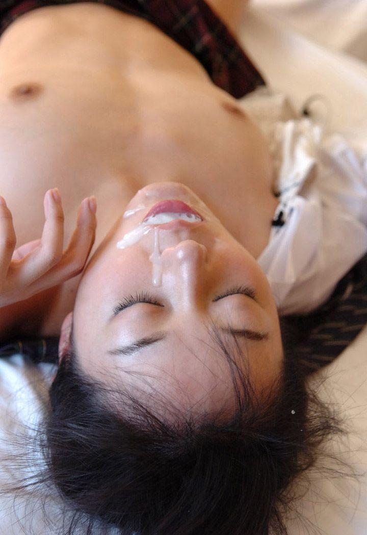 【ぶっかけエロ画像】美味しいのはプラシーボ効果w臭いザー汁を口で受け止めた女子www 19