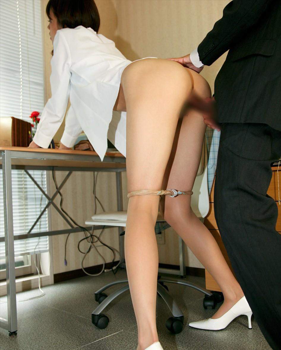 【セックスエロ画像】服は汚さない条件で…脱がせる時間も惜しい人用の着衣セックスwww 08
