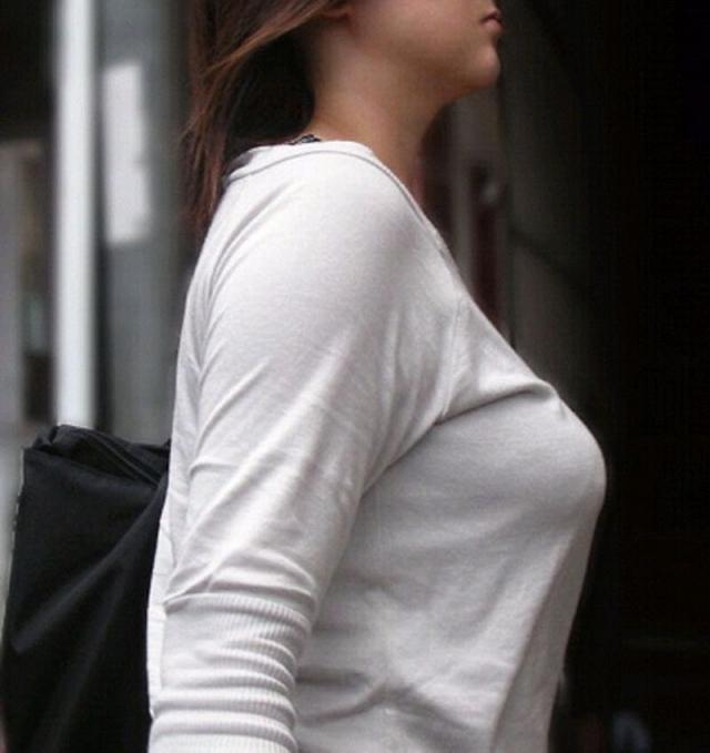 【着衣巨乳エロ画像】見る時は顔も視界に入れれば怪しまれないw街撮り着衣巨乳www 05