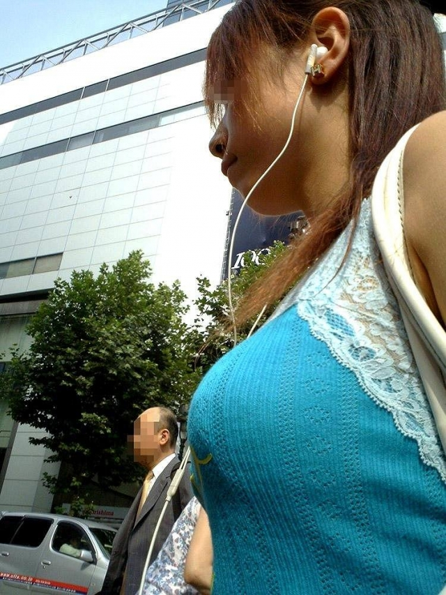【着衣巨乳エロ画像】見る時は顔も視界に入れれば怪しまれないw街撮り着衣巨乳www 12